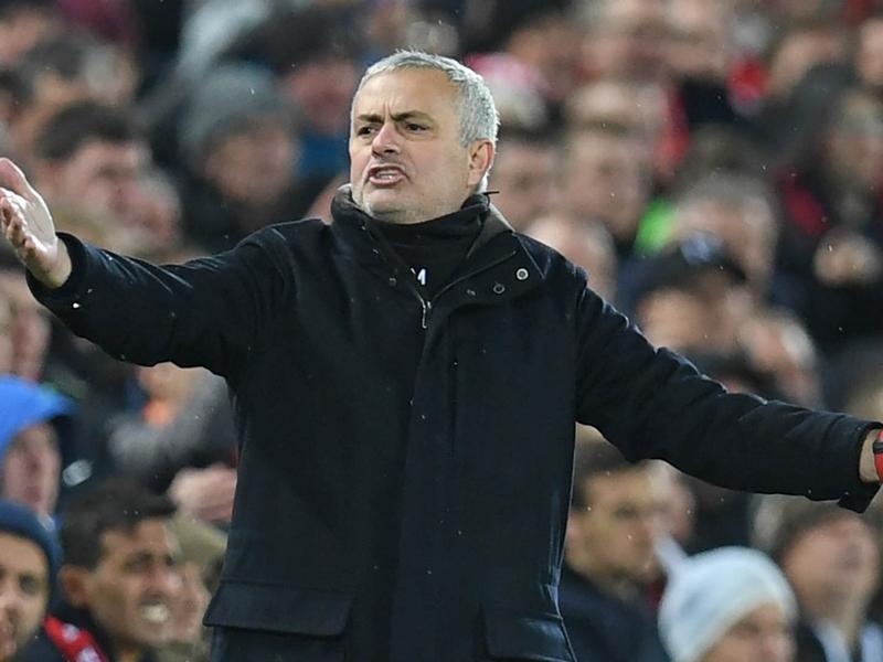 Manchester United, Denis Irwin invite José Mourinho à redresser l'équipe avant d'affronter le PSG en Ligue des champions