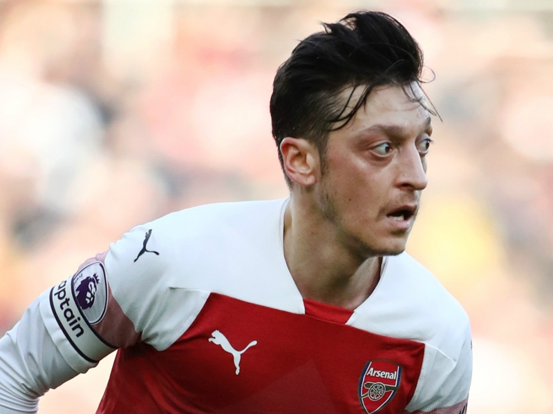 Ozil warned he doesn't fit in under Emery & 'the writing's on the wall'