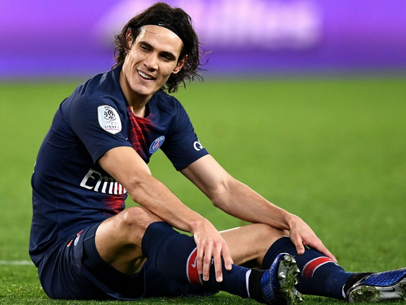 Cavani a doubt for Man United clash after coming off with thigh complaint