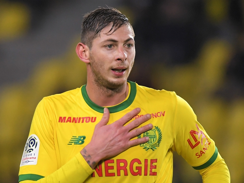 Cardiff City release statement over Sala as they 'pray for positive news' about missing plane