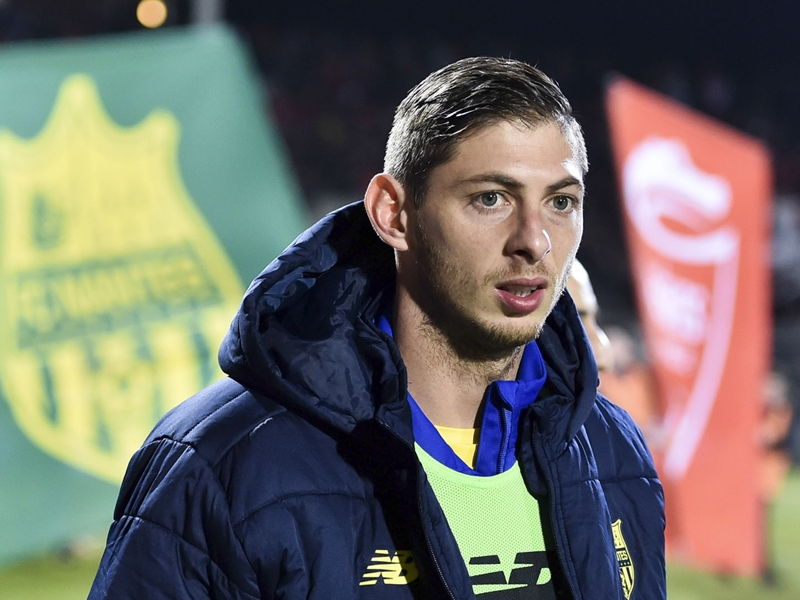 Emiliano Sala missing plane: Search for Cardiff City's record signing resumes