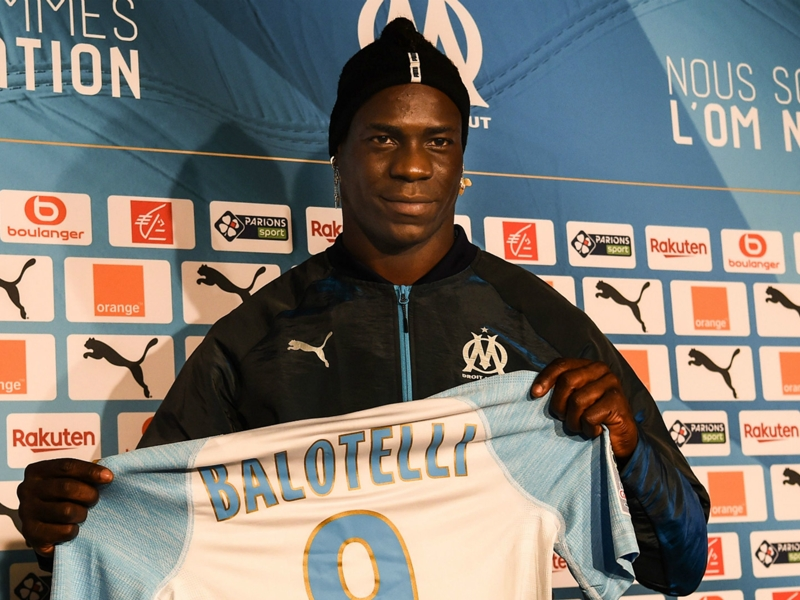 Mario Balotelli completes move to Marseille
