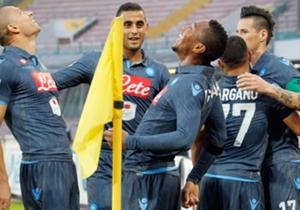 Los jugadores del Napoli celebran uno de los tantos
