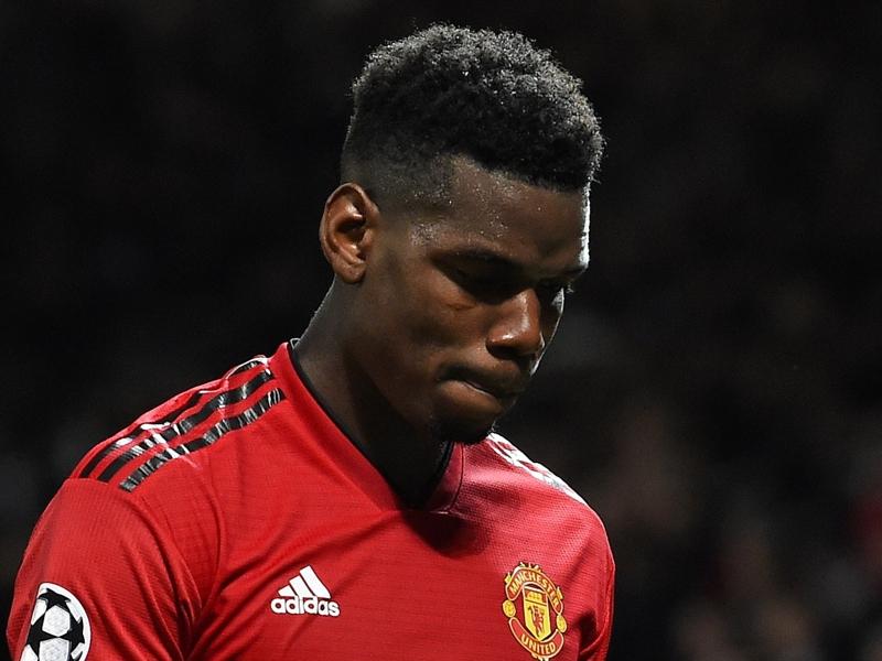 Man United - Paul Pogba sévèrement critiqué après son carton rouge face au PSG