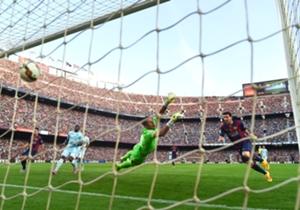 Barcelona 6-0 Granada | La Liga | 27/09/2014 | También las mete de cabeza. La Pulga marcó el cuarto tras un gran pase de Neymar.