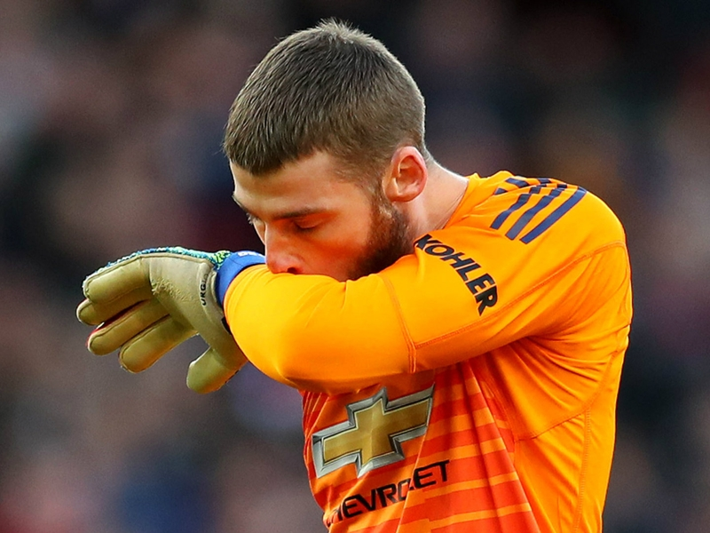 'What the hell was flappy hands doing' - De Gea ridiculed after Arsenal howler