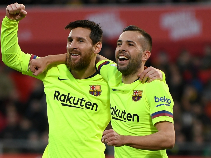 Alba calls for new Messi deal after signing Barcelona extension