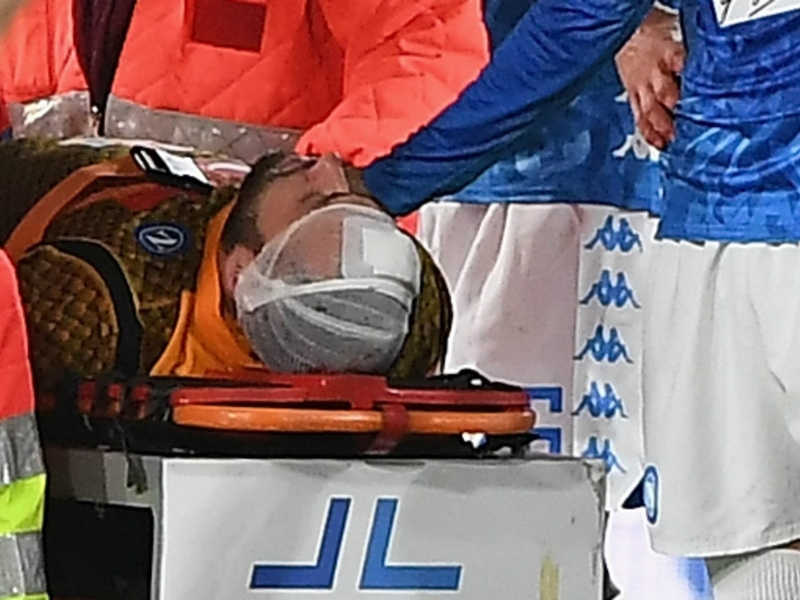 Concern for Ospina as Napoli goalkeeper collapses after head injury