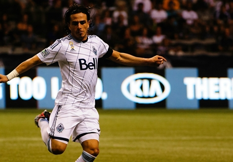 Rosales re-signs with Whitecaps