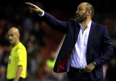 Valencia extend Nuno contract