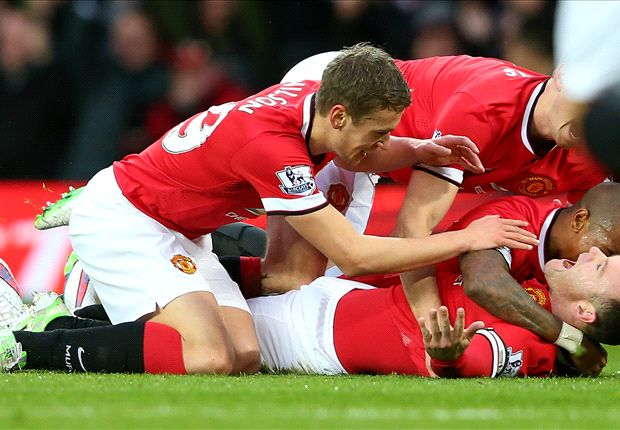 Manchester United 3-0 Liverpool: Rooney & Van Persie on target as hosts march on