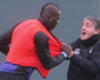 """Mancini explica """"idiotices"""" de Balotelli"""