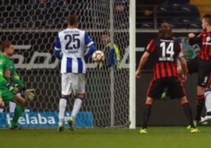 Nach 0:3-Rückstand kämpfte sich die Eintracht aber wieder zurück. Hier köpft Haris Seferovic zum zwischenzeitlichen 2:3 ein.