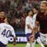 Radja Nainggolan esulta per il goal messo a segno contro la Fiorentina in campionato