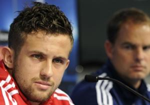 Miralem Sulejmani | Werd in de zomer van 2008 voor een recordbedrag van €16,3 miljoen overgenomen van sc Heerenveen. De Servische aanvaller heeft geen moment aan de hoge verwachtingen kunnen voldoen. Vorig jaar liet Ajax hem transfervrij naar Benfica v...