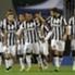 I giocatori della Juventus festeggiano la vittoria sul Cagliari