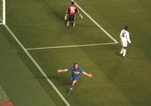 Copa Intercontinental 2000: Martín Palermo, desde el aire, en el olimpo. Arranque arrollador ante Real Madrid con dos goles y paseo de Juan Román Riquelme