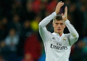 Toni Kroos | Titularisé pratiquement dès son arrivée à Madrid lors de la Supercoupe d'Europe face à Séville, il est très vite adapté et est devenu un pion essentiel dans le milieu du Real. Régulateur du jeu, habile artificier sur phases arrêtées, c'est...