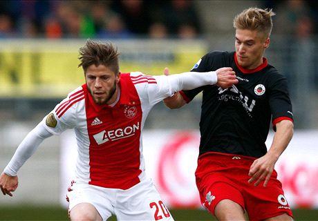 Ajax Jaga Jarak Dengan PSV