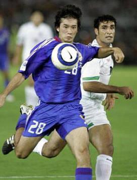 Keiji Tamada of Japan & Jalal Kameli Mofrad of Iran (AFP)