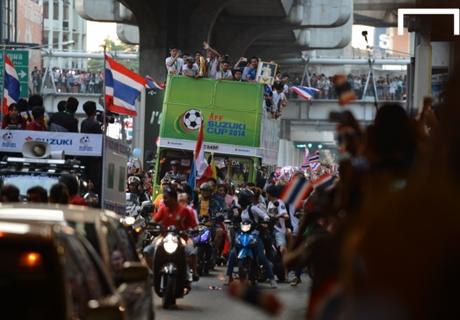 Puluhan Ribu Fans Sambut Thailand