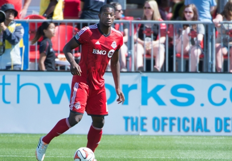West Ham signs Doneil Henry