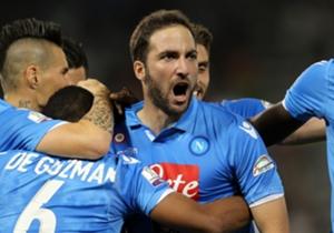 Higuain pahlawan Napoli.