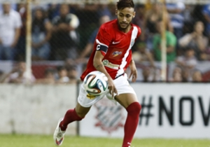 Neymar foi a principal atração do jogo beneficente que arrecadou 24 toneladas de alimentos