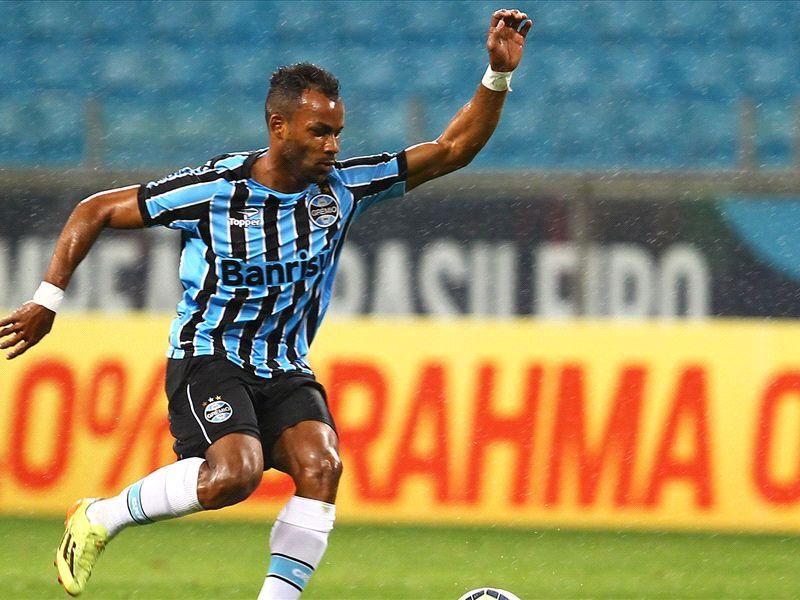 Fernandinho recebe propostas e não deve seguir no Grêmio