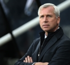 Pardew blames bad refereeing at Utd