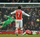 Arsenal ganó y se acerca