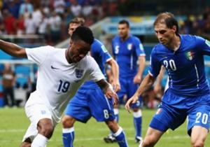 ITALIA 2-1 INGLATERRA I En un encuentro vertiginoso, el cuadro italiano se llevó la victoria frente a un equipo inglés valiente y que demostró lapsos de fútbol que no se vieron después