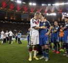 Fliegender van Persie und Trost für Messi