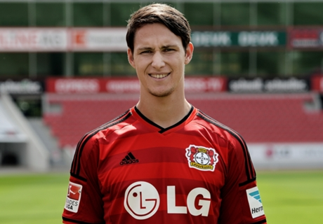 Stoke Nantikan Kedatangan Bek Leverkusen