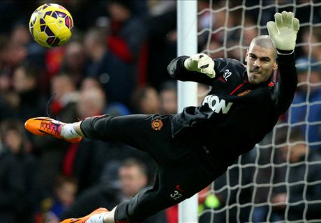 Valdes lets in soft goal in Man Utd debut