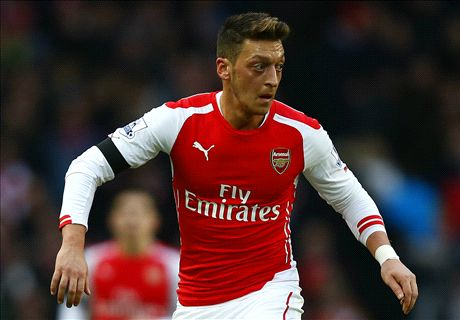 TEAM NEWS: Walcott & Ozil start