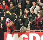 Há 20 anos, Cantona chocava o mundo