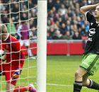VÍDEO | El delantero del Feyenoord es el portero del Ajax