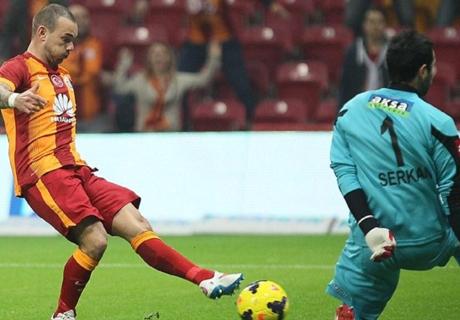Aslan'ı Sneijder sırtladı