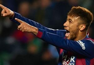 Neymar segue dando show com a camisa do Barcelona. Neste fim de semana, ele marcou dois gols e deu uma assistência no massacre da equipe catalã sobre o Elche por 6 a 0