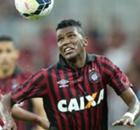 Douglas Coutinho segue no Furacão