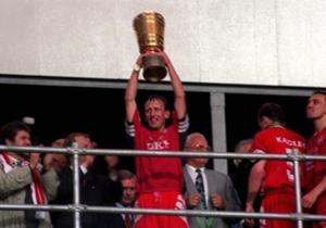 ANDREAS BREHME | KAISERSLAUTERN | Grand joueur de Kaiserslautern dans les années 80, Brehme tenta l'expérience sur le banc, sans réussite, et fut licencié pour mauvais résultats.