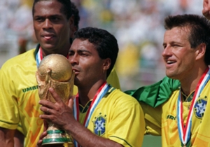 O Brasil também tem o seu baixinho marrento. Romário, que comemora aniversário neste 29 de janeiro, sempre justificou o apelido com muitos gols