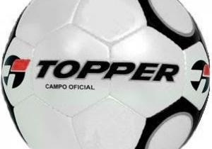 A bola Topper era muito tradicional no mundo do futebol nos anos 80 e 90. O seu design com alguns gomos com forte contorno em preto e outros em brancos eram a sua marca.