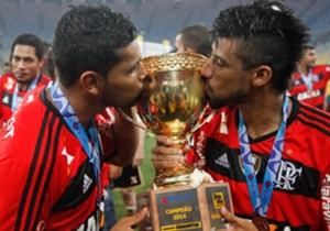 Hernane Brocador e Léo Moura celebram a conquisa do título estadual do Flamengo em 2014