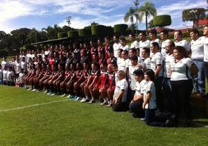 La foto oficial de los rojinegros con la afición