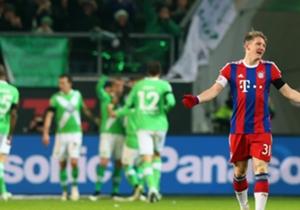 Unmittelbar nach dem Seitenwechsel legte der VfL gar noch einmal nach, wieder führter ein Konter zum Erfolg. Kevin De Bruyne schloss eiskalt ab, eine Vorentscheidung. Und Bayern haderte.