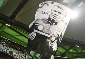 VFL WOLFSBURG 4:1 FC BAYERN MÜNCHEN - Vor dem Anpfiff stand das Gedenken an den verstorbenen Wolfsburger Junior Malanda im Mittelpunkt.
