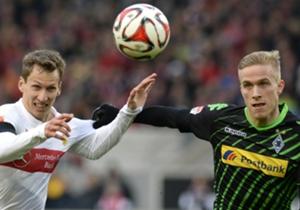 Die Winterpause ist vorbei - und es geht wieder in der Bundesliga rund! So wie sich hier Stuttgarts Florian Klein (l.) und Gladbachs Oscar Wendt duellieren, ging es auch auf den übrigen Plätzen zur Sache. Wir haben die besten Bilder!