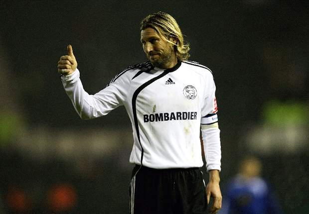 Word on the Tweet: Robbie Savage does the mobot & Rio Ferdinand wishes he was in Turkey